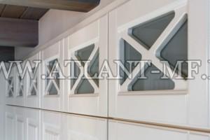 Фотография витрины из МДФ в заказной кухне
